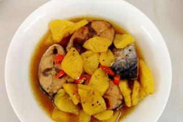Cá chép giòn nấu kho dứa ngon hấp dẫn